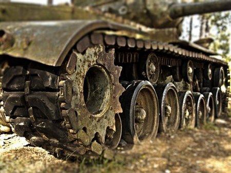 Человека раздавило танком в парке 300-летия Санкт-Петербурга