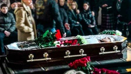 На Троекуровском кладбище похоронили Евгения Осина