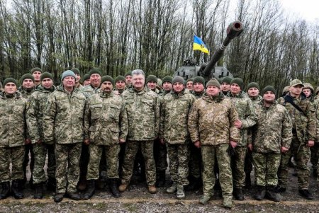 Порошенко отправляет войска к границе с РФ