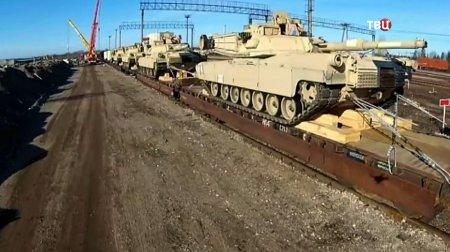 Переброска бронетехники по Крымскому мосту попала на видео