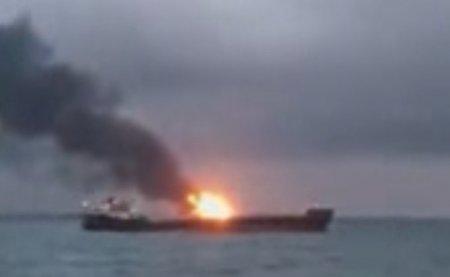 В Керченском проливе горят два корабля